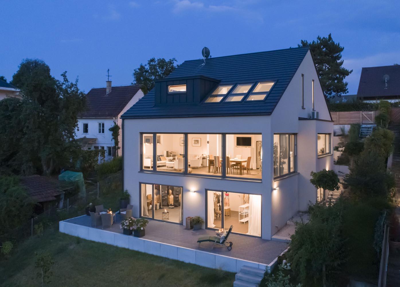 Architekturfotografie Wohnungsbau Drohne Dämmerung